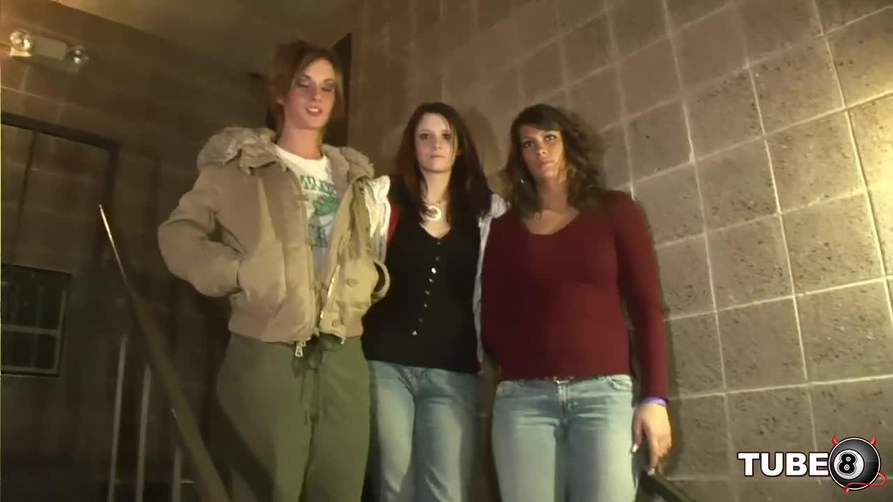 Три Подруги Решили Продемонстрировать Свои Округлости - Смотреть Порно Онлайн