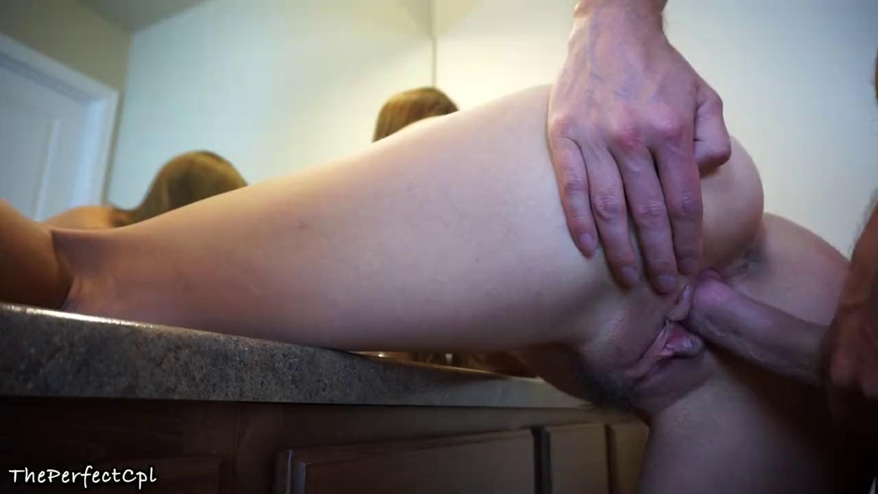 Сексуальные Лесбиянки В Смазке Трогают Себя За Киски