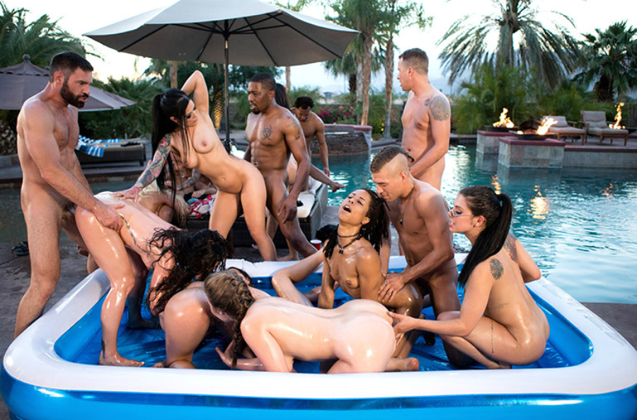 The sexiest pool party ever
