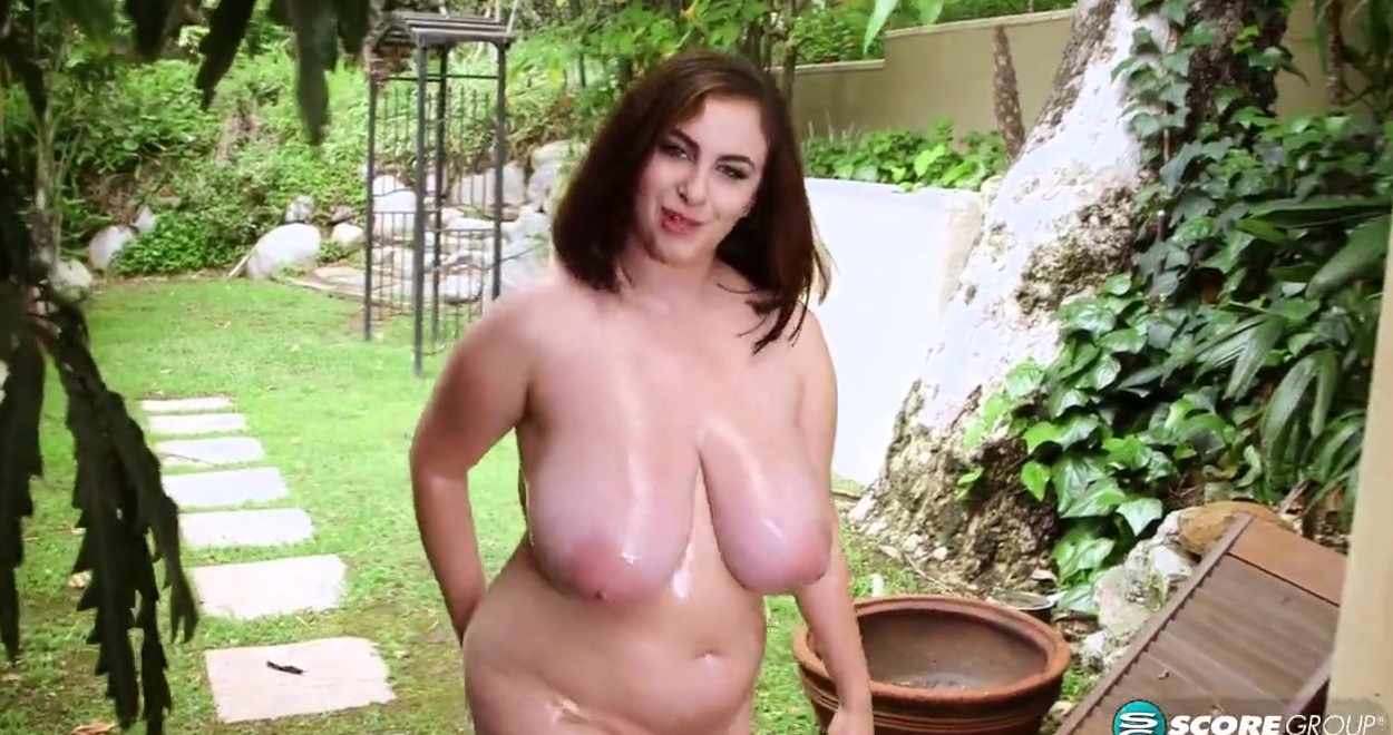 Голая Алина на открытом воздухе - порно фото