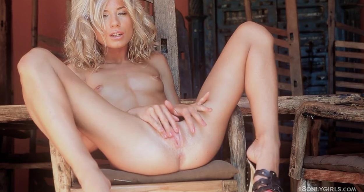 Худую Блондинку Натягивают Чисто В Анал
