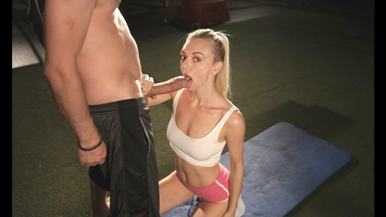 Красивый секс с парнем после тренировки